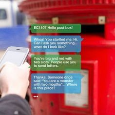 """Hello Lamp Post é um projeto que promove a comunicação com os postes de iluminação, marcos do correio, entre outras peças de mobiliário urbano. Uma ideia criativa de """"falar"""" com a cidade."""