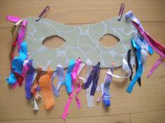 mascara con materiales reciclados