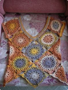 Crochet Top (Can't read it but it calls for 20 motifs then all joined together. Crochet World, Crochet Granny, Crochet Motif, Knit Crochet, Crochet Jacket, Crochet Cardigan, Hippie Crochet, Crochet Blocks, Crochet Stitches Patterns