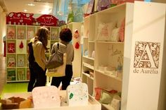"""Feira Zero a Doze primavera/verão 2010/11Os mimos da A de Aurelia são sempre um encanto. A novidade da coleção é o bulezinho, atual xodó da proprietária. """"Brincar como antigamente"""", um dos lemas da marca, ficou ainda mais divertido."""