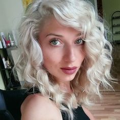 Layered haircut messy waves platinum blonde