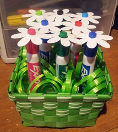 Cute bouquet that any teacher could use! Add a flower to expo markers! So cute! Perfect for the end of the school year or teacher appreciation.