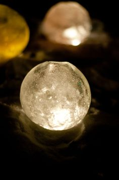 Design Mom DIY: Ice Luminaries  Love this idea!