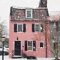 a very pink winter in Charleston.- a very pink winter in Charleston. Pink Houses, Little Houses, Art Houses, Colorful Houses, Colourful Buildings, House Art, Ux Design, House Design, Cottage Shabby Chic
