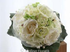 Hier habe ich mal einen Brautstrauß aus Seidenblumen hergestellt http://de.dawanda.com/product/84820239-brautstrauss-fuer-die-ewigkeit-schlichte-eleganz