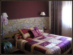 Dormitorio pared de piedra awesome interiors pinterest - Cabeceros de piedra ...