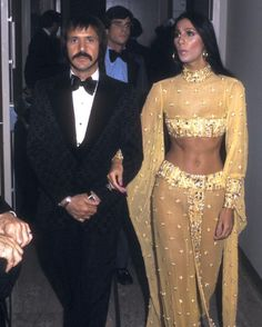 Kim Kardashian's Halloween costume has got the only seal of approval that matters.The donned a stitch-perfect Cher costume on Friday night that amazed everybody 70s Fashion, Look Fashion, Vintage Fashion, Crazy Fashion, Oscar Dresses, Prom Dresses, Glamour, Mode Disco, Disco 70s