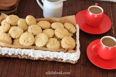 Delicious Crumbly Tahini Cookies - These are perfect tahini cookies! Yummy Cookies, Yummy Treats, Cooking Recipes, Healthy Recipes, Easy Cookie Recipes, Cookies Ingredients, Tray Bakes, Bon Appetit