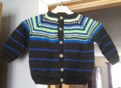 Retrojakke, 2-3 år It Is Finished, Projects, Sweaters, Fashion, Log Projects, Moda, Blue Prints, Fashion Styles, Sweater