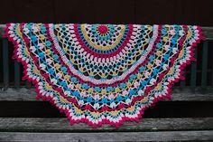 Ravelry: SheKre8s' Summer Splendor Doily Blanket - free pattern here: http://www.ravelry.com/patterns/library/summer-splendor •✿•  Teresa Restegui http://www.pinterest.com/teretegui/ •✿•