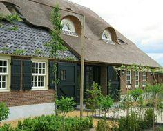 Landelijk huis, landelijke woning / boerderij. Rieten dak.