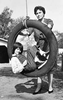 "What a cool picture! Harper Lee pushing the actress who played ""Scout"" on a tire swing. To Kill a Mockingbird - Harper Lee (Author) and Mary Badham (Scout) Mary Badham, Lee Radziwill, Harper Lee, Go Set A Watchman, Indie, Stieg Larsson, To Kill A Mockingbird, Writers And Poets, Before Us"