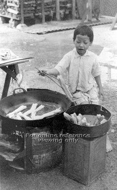 1290 best Old Sinkapor. History Of Singapore, Singapore Photos, Singapore Food, Street Photography People, British Hong Kong, Old Street, Street Food, Historical Photos, Southeast Asia