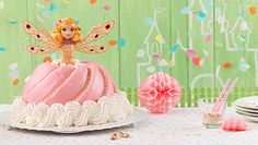 Für kleine und große Prinzessinnen: Ohne besondere Backform, sondern einfach mit der Gugelhupfform kommt dieser allerliebste Prinzessin-Kuchen auf den Tisch.