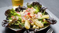 Birkenstocks Handkäsesalat - Käserei H. Cobb Salad, Potato Salad, Low Carb, Potatoes, Ethnic Recipes, Birkenstocks, Food, Vegetarian Recipes, Food And Drinks