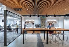 A look inside the Instacart office in San Francisco     Idea techo madera!!!!!