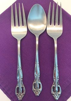 Lot of 2 serving forks and 1 serving spoon. This is with cut outs and flower design. Dinnerware Sets, China Dinnerware, Passover Recipes, Passover Meal, Spoon Knife, Stainless Steel Flatware, Cool Things To Buy, Fun Things, Forks