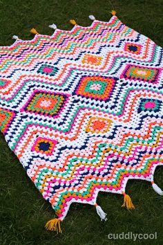 Boho Picknick-kleed Haken – Cuddlycool Crochet Quilt Pattern, Granny Square Crochet Pattern, Crochet Pillow, Crochet Blanket Patterns, Baby Blanket Crochet, Crochet Stitches, Crochet Home, Diy Crochet, Scrap Yarn Crochet