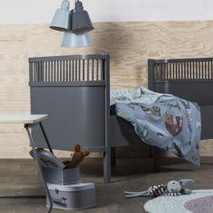 het nieuwste bed van Sebra eind december leverbaar het meegroeibed. Baby en juniorbed https://www.kidzzz.nl/kinderbedden/sebra-bed