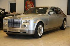 Rolls-Royce Phantom 6.7 V12 € 119.500,- Kenteken 27-NJ-ZX 1e registratie 23-10-2003 Kilometerstand 155411 KM Transmissie Automaat Brandstof Benzine Motorvermogen 460 pk Aantal deuren 4 Exterieur Silver Interieur Donker blauw / Leder BTW verrekenbaar Nee 