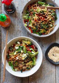 Asiatiske kyllingspyd - Mat På Bordet Deep Pan, Hamburger, Spicy, Wraps, Food And Drink, Dressing, Mini, Ethnic Recipes, Noodle Salads