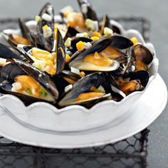 Moules sauce poulette Clams Seafood, Fish And Seafood, Seafood Recipes, Cooking Recipes, French Food, Charcuterie, Summer Recipes, Italian Recipes, Planks