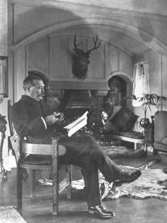 Sir Arthur Conan Doyle reading.
