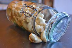 LAKRIDSKYS: Små, søde & knasesprøde marengs med lakridssmag (lidt mormor & old school)