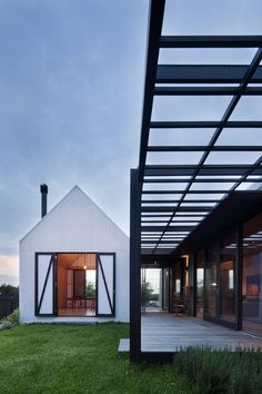 Pavilion architecture for Barwon Heads beach house