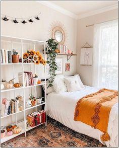 Bohemian Style Ideas for Bedroom Decor Design, ., cuarto Bohemian Style Ideas for Bedroom Decor Design, . Room Ideas Bedroom, Small Room Bedroom, Home Bedroom, Bedroom Inspo, College Bedroom Decor, Boho Dorm Room, Art For Bedroom, Bedroom Designs, Dorm Room Designs