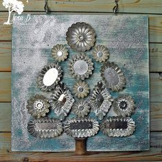 Vintage molds have always held so many creative possibilities! This year I decided to create Christmas wall art with them. I loved using all the different shapes on this tree. Don't they resemble ornaments? Have you done any creating with vintage molds? Are there other vintage mold hoarders out there besides me? #lorabcreateandponder #vintagemolds #CreatingChristmas #vintageChristmas #sandbakkels