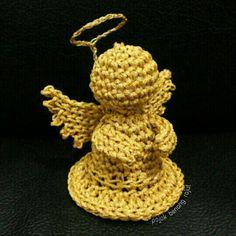 Crochet Angel in Gold. Free pattern by Oombawka Design