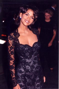 celebrities Halle Berry during 1994 Cable Ace Awards in Los Angeles California United States Halle Berry Sexy, Halle Berry Style, Beautiful Black Women, Beautiful People, Hally Berry, Celebrities Then And Now, Black Women Celebrities, Black Girl Aesthetic, 90s Aesthetic