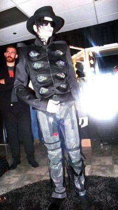 michael jackson looks so thin. This is it picture Michael Jackson Dangerous, Michael Jackson Shoes, Michael Love, Elvis Presley, Jackson Family, Mike Jackson, Wattpad, King Of Music, My King
