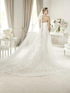 Pronovias Urkidi Wedding Dress