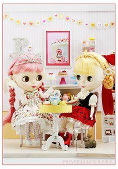 Blythe dolls at tea