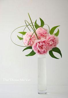 Simple elegant peony in glass vase arrangement