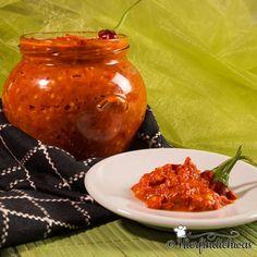 Sambal Oelek delicious recipe to make yourself - Preserve the chilli - Chutneys, Chili Recipes, Healthy Recipes, Tuna Tartar, Sambal Oelek, Sauces, Vegetarian Chili, Spice Mixes, Pesto