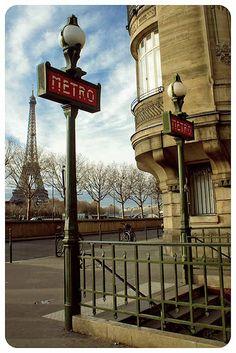 Paris metro entrance with Eiffel Tower in the background Beautiful Paris, Paris Love, Most Beautiful Cities, Paris Paris, Tour Eiffel, Paris Torre Eiffel, Paris Travel, France Travel, Places Around The World