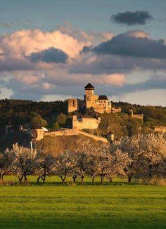 Jarný Trenčiansky hrad Pagan Gods, Royal Crowns, She Sheds, Bratislava, Eastern Europe, Capital City, Czech Republic, Ancestry, Hungary