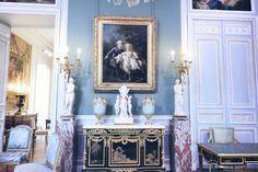 The Louvre Luxurious King's apartments guided tour will please you ! Before beingone of the