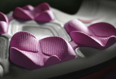 Nike LunarEmpress golf spike 8 687x474 Nikes Innovative Lunarlon Golf Shoe