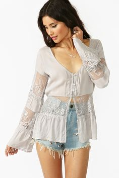 So pretty~Wicked Lace Top - Silver Women's Summer Fashion, High Fashion, Fashion Outfits, Womens Fashion, Fashion Shoes, Lovely Dresses, Boho Chic, Vintage Outfits, My Style