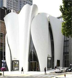 Loja @dior em Seul, na Coreia do Sul. Projeto do arquiteto francês Christian de…