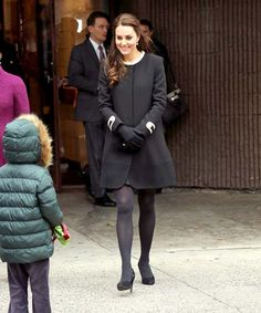 Kate Middleton Photos - Catherine, Duchess of Cambridge greets guests at Northside Center for Child Development during her official two-day visit to the United States on December 2014 in New York City. Moda Kate Middleton, Kate Middleton Pregnant, Kate Middleton Photos, Stylish Maternity, Maternity Fashion, Maternity Style, Duchess Kate, Duchess Of Cambridge, Popsugar