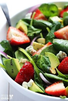 Avocado Strawberry Spinach Salad with Poppyseed Vinaigrette. A delicious spinach salad with fresh strawberries, avocados, and a simple poppyseed dressing.----My favorite summer salad! Paleo Recipes, Real Food Recipes, Dinner Recipes, Cooking Recipes, Picnic Recipes, I Love Food, Good Food, Yummy Food, Tasty