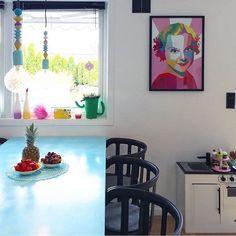 Den vakre Sonja Henie koser seg flott i stuen hos @ingunn1 Ha en topp mandag alle sammen!