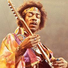 """O Link (Gondo): decada 1970A morte de Janis Joplin e Jimi Hendrix, bem como o quase desastre do Apollo 13 missão espacial.  Foi a última década do período classic rock. É também conhecida como a """"década da discoteca"""", devido ao surgimento da dance music. Surge também o movimento punk."""
