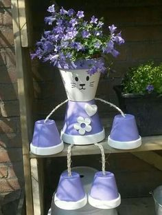 Over 20 of the BEST Garden Ideas & DIY Yard Projects - everything from yard art, planters, garden stones, green houses, & more! Flower Pot Art, Clay Flower Pots, Flower Pot Crafts, Clay Pot Crafts, Diy Crafts, Diy Clay, Diy Flower, Flower Ideas, Flower Pot People