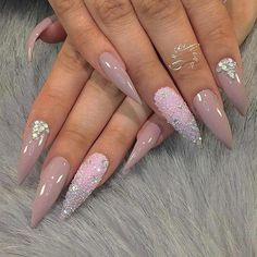 40 stiletto nails 2018 - best trend fashion 40 stiletto nails 201815 Hot Almond Shaped Nails Colors To Get You Inspired To cool pony hairstyles for every face shape Long blonde hair with. Pink Bling Nails, Glam Nails, Fancy Nails, Trendy Nails, Cute Nails, Pink Stiletto Nails, Stelleto Nails, Stiletto Shaped Nails, Coffin Nails